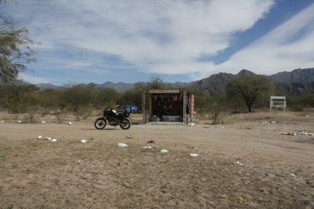 Road-shrine-ruta-40-ruta-40-catamarca-argentina.JPG