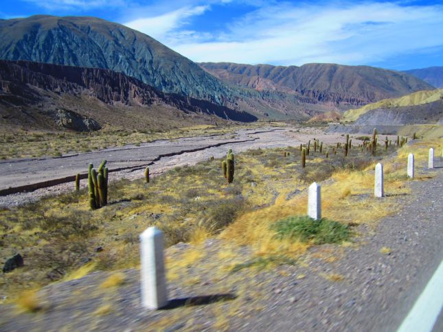 leaving-tilcara-qedebra-argentina-colourful-mountains.JPG