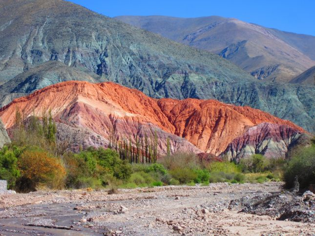 tilcara-qedebra-argentina-colourful-mountains.JPG