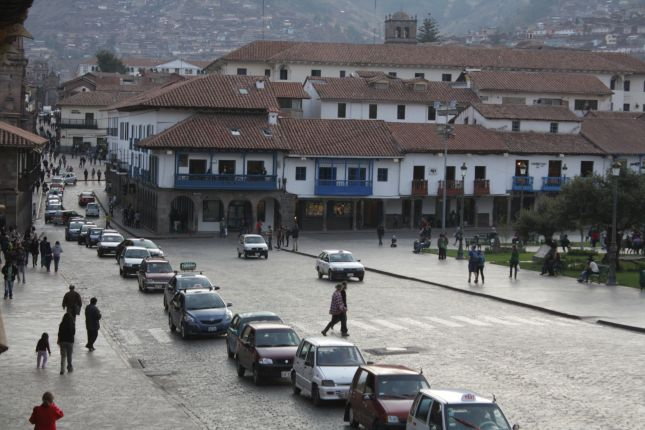 cuzco-streets-main-square.JPG