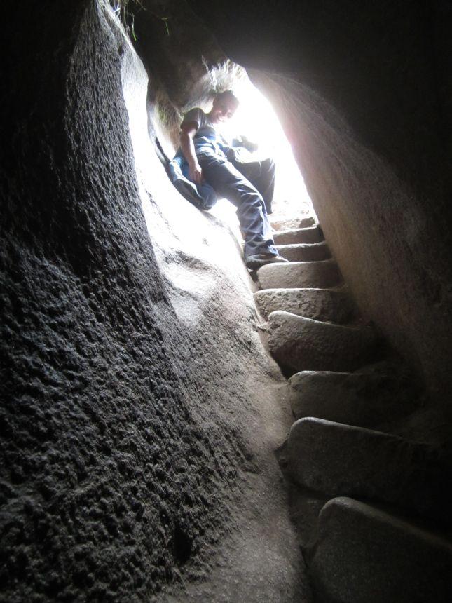 huayna-picchu-tunnel.JPG