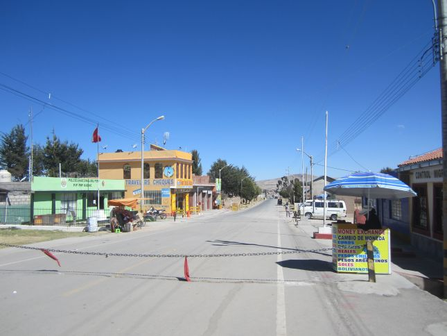 kasani-border-office-peru.JPG