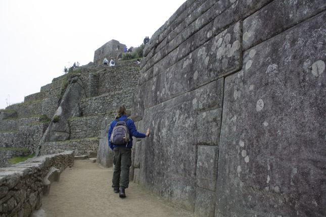 machu-picchu-carved-rock.JPG