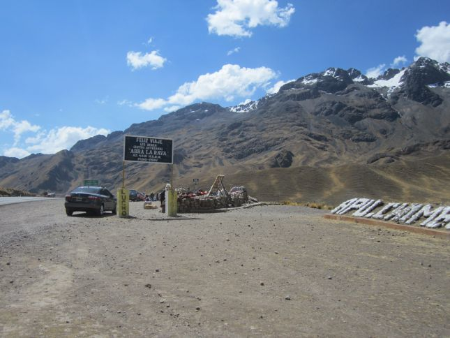 road-to-cuzco-mountain-pass-abra-la-raya.JPG
