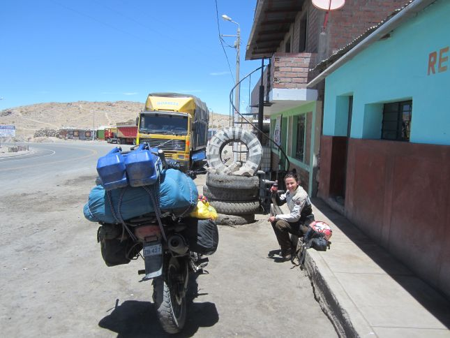 descent-to-nazca-rest-stop.JPG