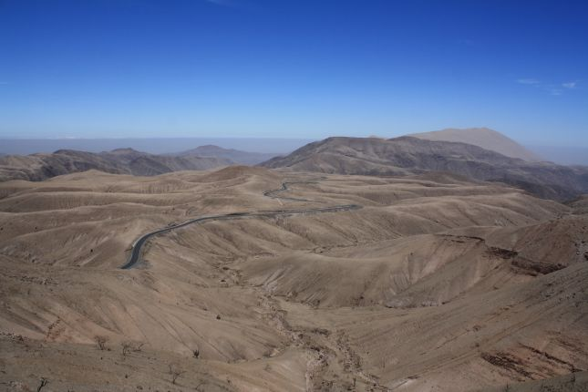 descent-to-nazca-road-view-2.JPG