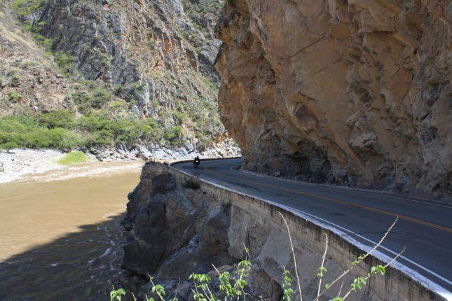 riding-cliff-abancay-cuzco.JPG