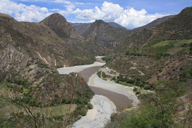 river-with-beaches-abancay-cuzco.JPG