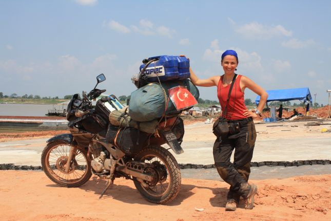 first-turkish-woman-crossed-amazonas-on-moto.JPG