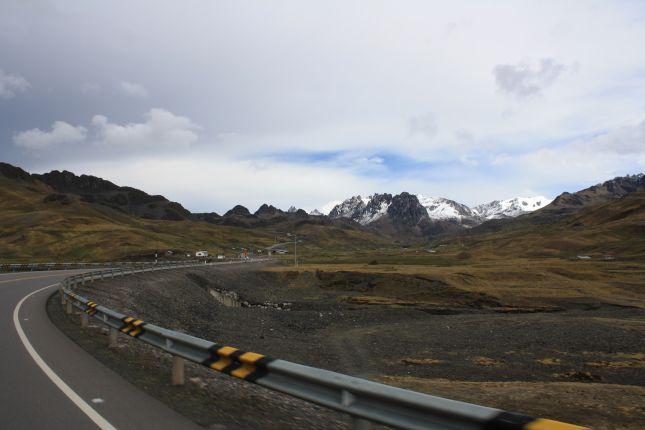 reaching-abra-pirhuayani-pass.JPG
