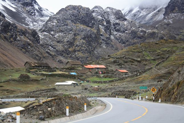 settlements-abra-pirhuayani-pass.JPG