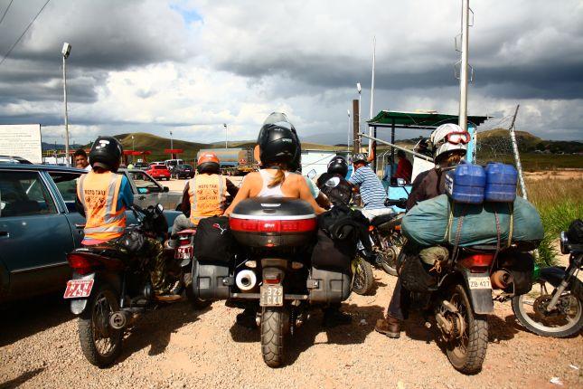 fuel-queue-at-venezuela-border.JPG