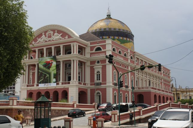 manaus-theatre-house-outside.JPG