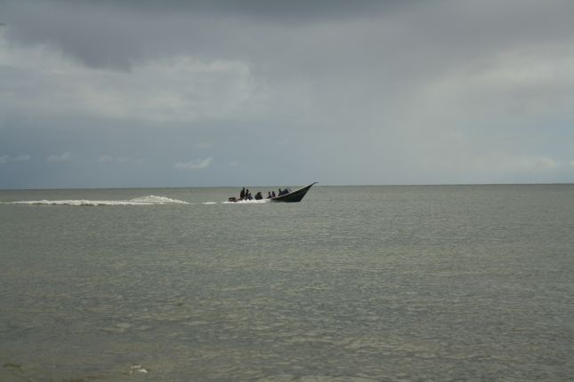 boat-passers-by.JPG