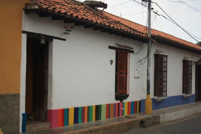 puerto-colombia-colourful-house.JPG