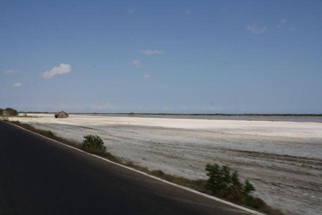 road-maracaibo-border.JPG