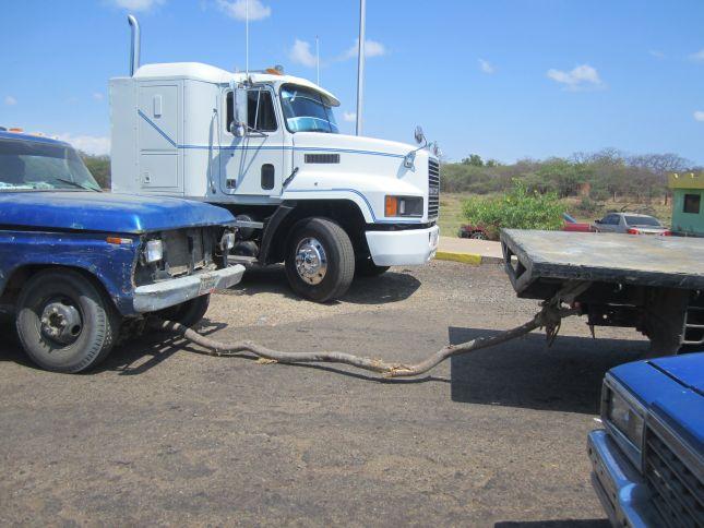 venezuela-colombia-border-towing.JPG
