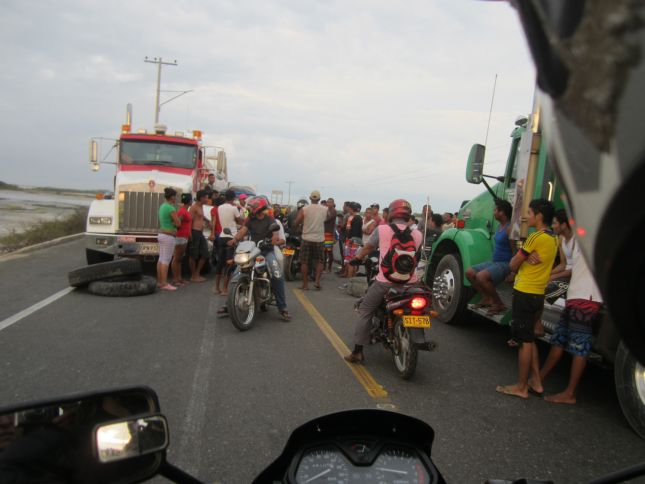 barranquilla-to-taganga-road-block.JPG