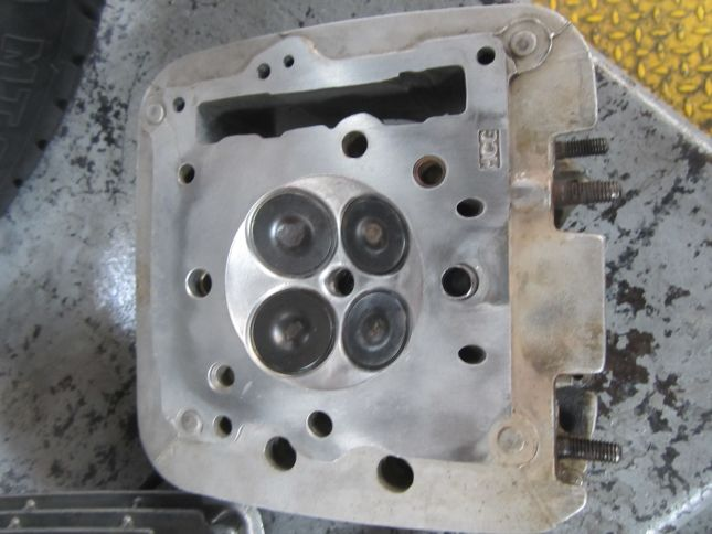 cylinder-head-valves-cleaned.JPG
