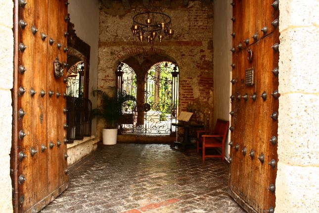 catragena-courtyard-1.JPG