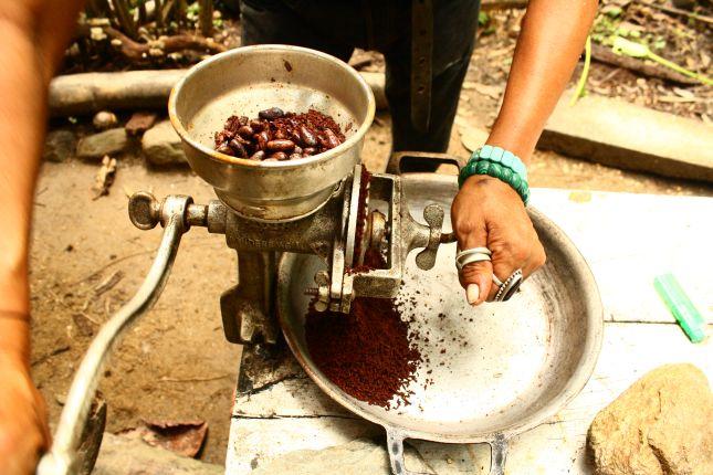 chez-gloria-cacao-grinding.JPG