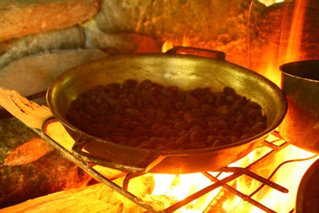 chez-gloria-cacao-roasting.JPG